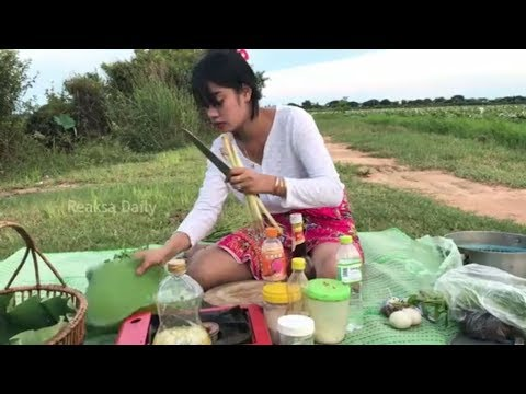 Amazing!! How to Cook Eel in Cambodia - Beautiful Girl Cooking Eel