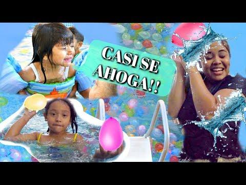 casi-se-ahoga!-llenamos-la-piscina-gigante-con-globos-de-agua-e-hicimos-una-guerra!!-vlogs-#80