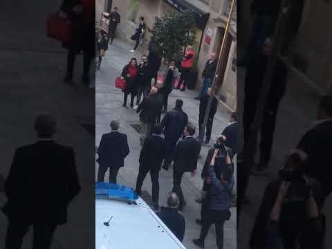 Casado y Feijóo, increpados al llegar a la sede del Celta de Vigo
