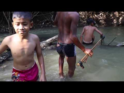 Awesome Survival Fishing - Smart Boys Fishing With Spearfishing Khmer | Cambo Trap Techniques