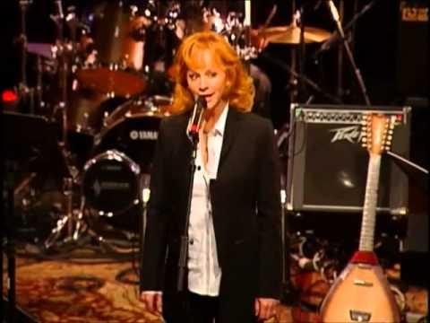 Reba McEntire - I Fall to Pieces [ Live | 2007 ]