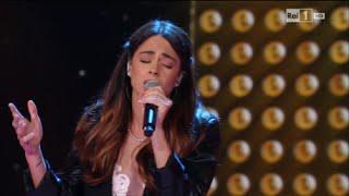 Martina Stoessel ospite della 1^ puntata di Ti lascio una canzone 2015