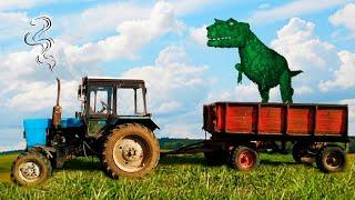 Динозавр залез на Синий Трактор. Малыш помогает и кормит Динозавра