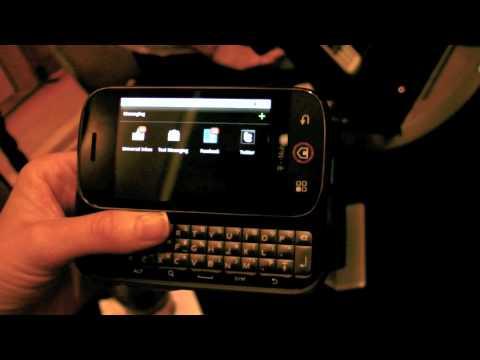 Motorola CLIQ Android Phone Live Demo