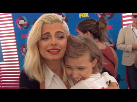Download Youtube: Watch Bebe Rexha and Grace VanderWaal Completely Fan Girl Over Each Other at Teen Choice Awards