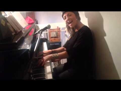 Camille Lellouche -  He loves me (COVER Jill Scott)