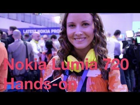 Nokia Lumia 720 hands-on. F/1.9 Aperture