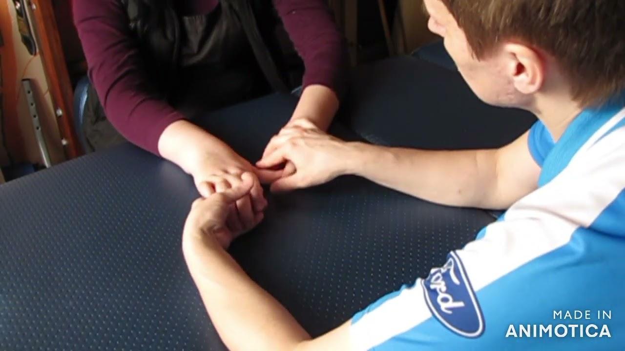 Фрагмент занятия с большим пальцем правой кисти после инсульта, спастический гемпиарез