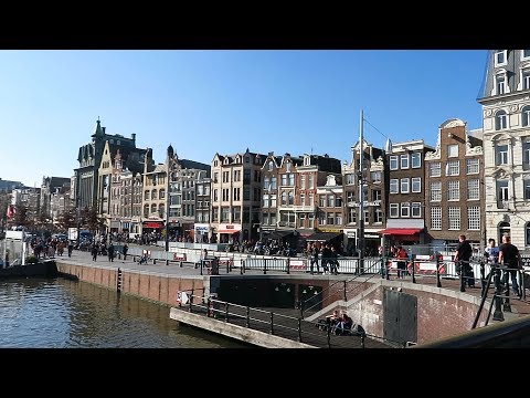 Walking from Amsterdam Central station to Dam square