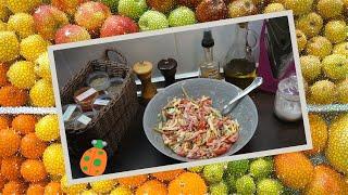 36. Салат с колбасой сыром и овощами