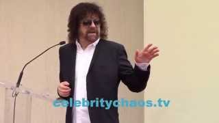Jeff Lynne thanks the fans at his star ceremony
