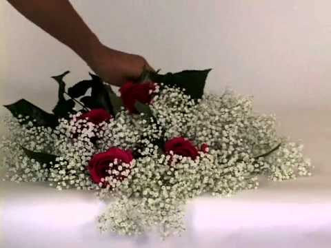 how-to-make-cascade-bouquet-with-fresh-cut-roses-and-gypsophilia-(baby's-breath)-|-globalrose