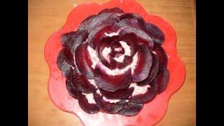 салат Праздничная роза с курицей и грибами