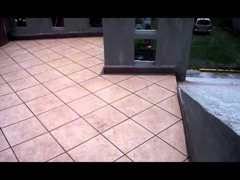 Colocaci n de piso ceramico terminado en azotea youtube for Precio colocacion piso ceramico