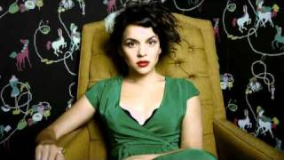 NORAH JONES  Comes Love ( Live in St. Germain )