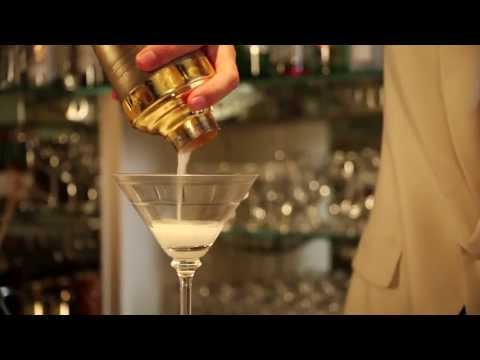Cocktail Class: How to make the White Lady Cocktail with Erik Lorincz