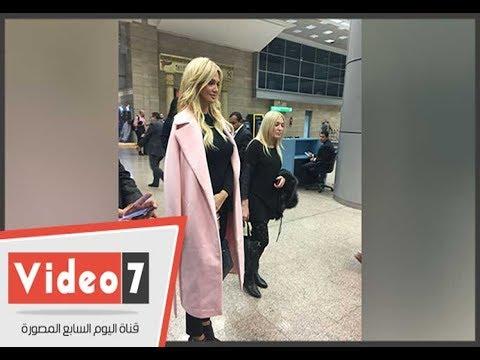 ملكة جمال روسيا تغادر المطار إلى مقر إقامتها بأحد فنادق القاهرة  - 22:22-2017 / 12 / 10