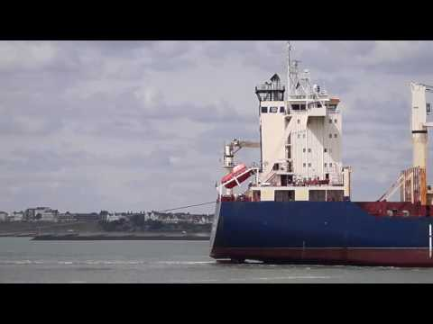 194m geared container ship AS VEGA arriving at felixstowe 26 7 16
