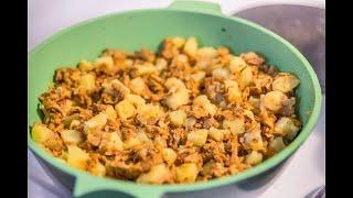 Лисички жареные с картошкой и луком на сковороде