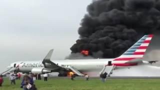 بالفيديو...اندلاع حريق بطائرة أمريكية لدى إقلاعها