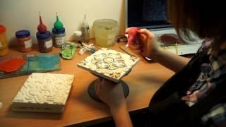 Видеоролик об отделе художников компании Керамика Декор. Художественная роспиь израсцови плитки.