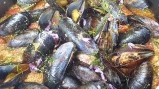 Moroccan Recipes - How To Cook Mussels With Couscous