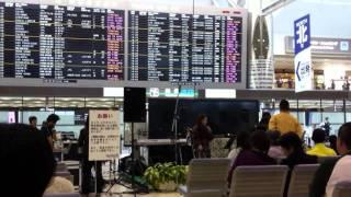 2010年10月23日に成田国際空港第2ターミナル出発ロビーで行われた、bayf...