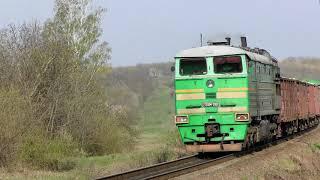 Moldova bilan Pridnestrovets. Yuk poezd bilan lokomotiv bo'limiga 2TE10M-2069