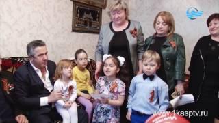 Глава Каспийска М  Абдулаев поздравил ветеранов ВОВ с наступающим Днем Победы