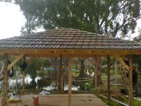 Pergola a 4 aguas de tejas francesas negras construiudo for Como hacer un techo a cuatro aguas