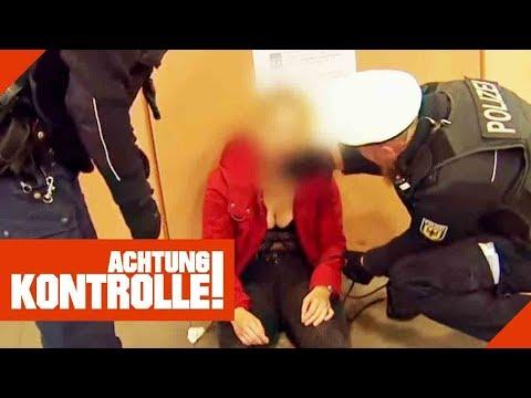 'Ich kann nicht mehr gehen!' Polizei bringt Betrunkene zum Rettungsdienst!   Achtung Kontrolle