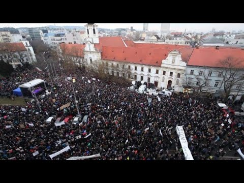Thousands of Slovaks rally against government, corruption