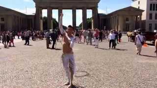 Bellydance/ Bauchtanz am Brandenburger Tor in Berlin. Zadiel, Tänzer für orientalischen Tanz!