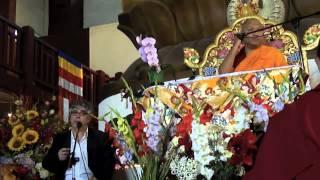 """Sangye Nyenpa Rinpoche, à Kagyu Dzong en septembre 2013, enseigne le """"Dagpo Targyèn"""" (57mn)"""
