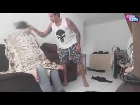 Парень застукал свою девушку за изменой.