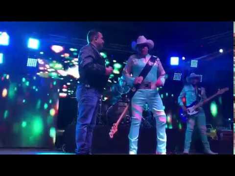 Naila. Bronco (En vivo) Duo con Tony Melendez. Vocalista de Conjunto Primavera.