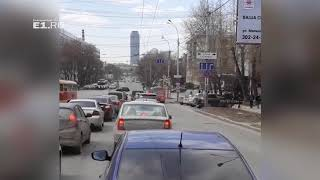 Маршрутка выехала на перекрёсток на запрещающий сигнал