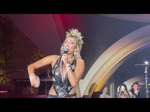Miley Cyrus Shouts 'Free Britney' During Las Vegas Concert