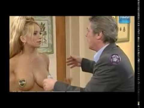 Latina model with big tits - gros seins