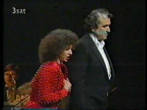 "La Traviata "" Brindisi"" (Very funny)"