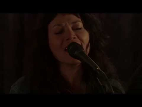 """THE PARLOR ROOM SESSIONS: Winterpills (duo), """"One Day"""" (Sharon Van Etten cover)"""