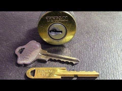 (060) Kwikset Titan (6 Pin Lock W/Control Key) Picked/Gutted