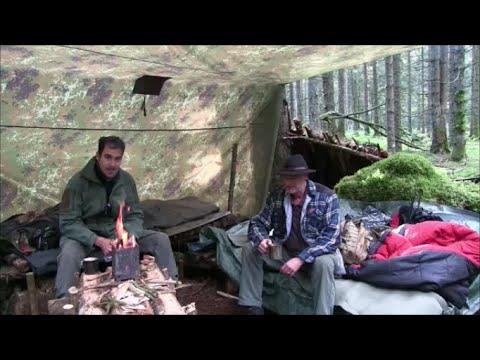 Übernachtung im Bushcraft Lager mit Manfred dem Waldläufer. Essen kochen auf dem Hobo Kocher.