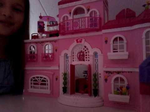 Spelen met barbies in een dreamhouse (deel 1)