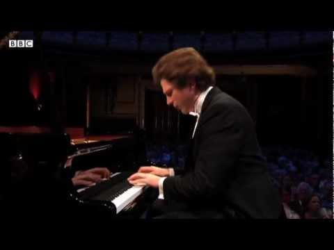 Leeds finalist Jayson Gillham plays Beethoven