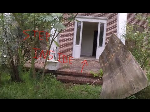 Exploring An Abandoned Semi Mansion In Dillon, South Carolina