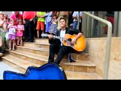 """Justin Bieber singing """"Baby"""" at the Avon Theatre June 16th 2012 (HD)"""
