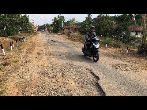 Jalan Desa Kali Cinta Lampung Utara Rusak Parah
