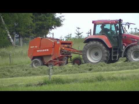 Rundballen Presse Welger RP12  CASE IHC Traktor  Heuernte im in Sauerland