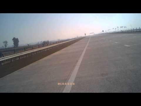 Yamuna Express Way Delhi to Agar Highway parallel to National Highway NH-2 India